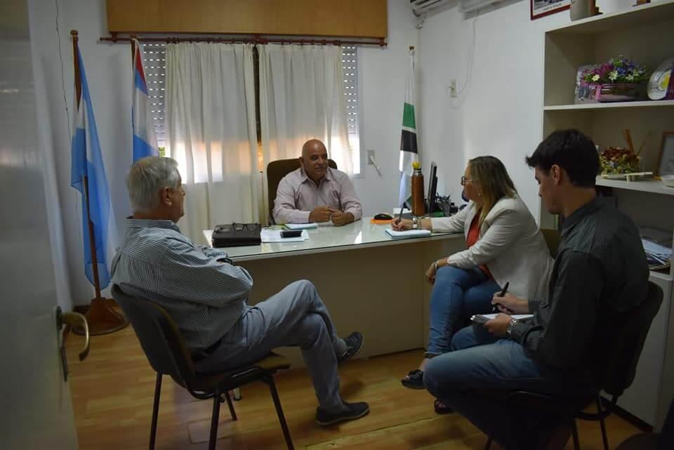 El Intendente Municipal Sr. Fabián Constantino recibió en su despacho a la Ministra de Desarrollo Social de la Provincia Sra. Marisa Paira y al Senador Provincial Dr. Jorge Maradey.