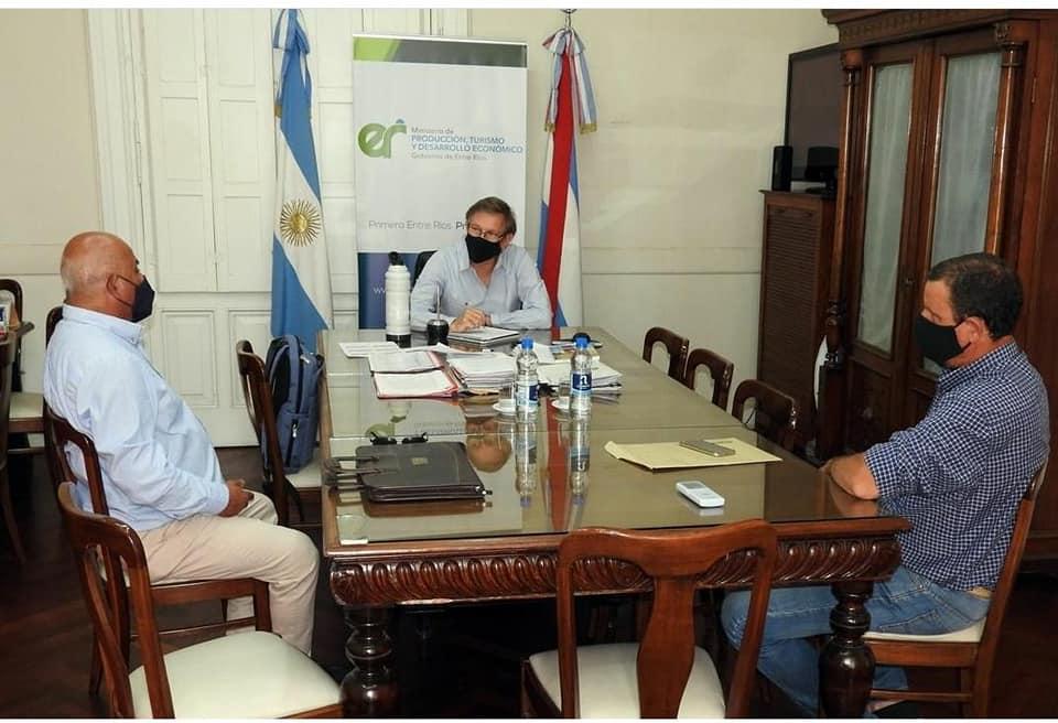El Intendente Fabián Constantino acompañado del Concejal Leandro Treise  se reunieron con el Ministro Juan José Bahillo.